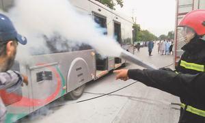 آگ لگنے کے ایک اور واقعے کے بعد پشاور بی آر ٹی سروس معطل