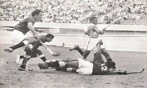 سنہری یادیں: جب پاکستانی ہاکی ٹیم  نے پہلا طلائی تمغہ اپنے نام کیا