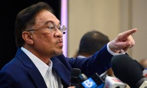 Malaysia's Anwar says has backing to form govt, PM unshaken