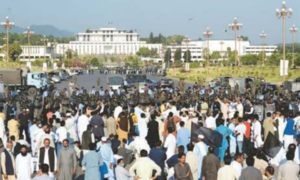 Protesting govt employees converge on capital