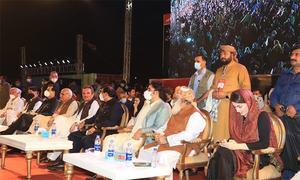 پی ڈی ایم کا کراچی جلسہ: پورا دن جلسہ گاہ میں کیا کچھ دیکھا