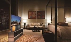کاغذ کی طرح رول ہوجانے والا ٹی وی اب آپ خرید سکتے ہیں