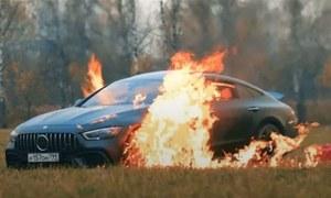 روسی وی لاگر کی پونے 3 کروڑ روپے کی مرسڈیز کو نذر آتش کرنے کی ویڈیو وائرل