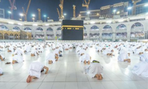 Stage set for Umra by foreign pilgrims