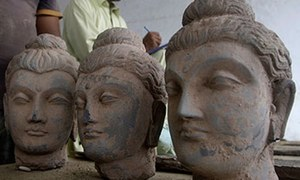 Pakistan receives 45 stolen relics from US
