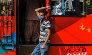 لاہور: شہریوں کا کورونا ٹیسٹ کرنے والے ہیلتھ ورکرز ایس او پیز کی خلاف ورزی کے مرتکب