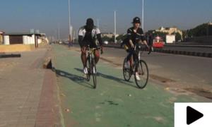 کراچی میں سی ویو پر سائیکلنگ کے لیے علیحدہ ٹریک بنا دیا گیا