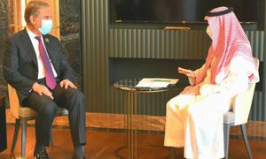 وزیر خارجہ کی سعودی ہم منصب سے ملاقات، دو طرفہ تعلقات پر تبادلہ خیال