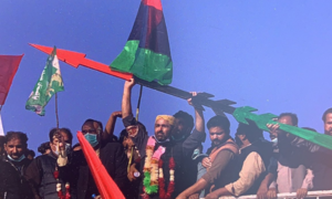 PPP workers cross hurdles to enter Multan stadium