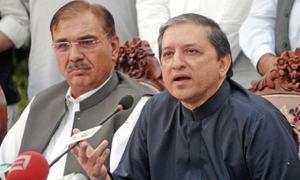 نیب راولپنڈی فوج کا نام لے کر ادارے کی توہین کررہا ہے، سلیم مانڈوی والا
