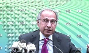 مشیر خزانہ نے مرغی، خوردنی تیل کی قیمتوں میں کمی لانے کی ہدایت کردی