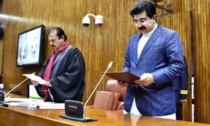 پشاور ہائی کورٹ میں سینیٹ چیئرمین کو کام سے روکنے کی درخواست