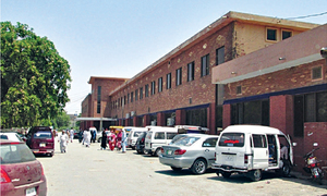 3 injured after fight breaks out between two groups of doctors at Gujrat hospital