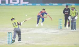 Shaheen, Fakhar shine as Qalandars overwhelm Kings