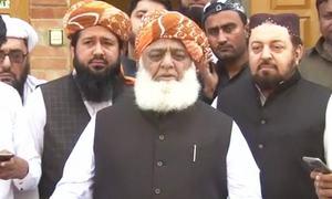 پی ٹی آئی کے لچے لفنگوں نے اپوزیشن رہنماؤں پر حملہ کیا، مولانا فضل الرحمٰن