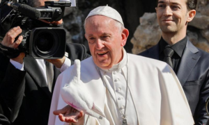 Pope, on Iraq visit, decries violence in the name of God