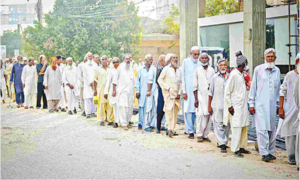 KP govt reverts retirement age to 60 years