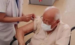 کراچی: 100 سالہ شہری نے بھی کورونا وائرس کی ویکسین لگوالی