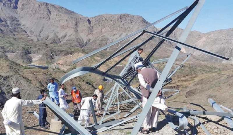 Gusty winds cause power outages in Peshawar