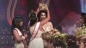 In a dramatic moment, Mrs Sri Lanka stripped of her crown on stage by former winner
