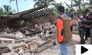 انڈونیشیا میں شدید زلزلہ، 1300 سے زائد عمارتیں زمیں بوس، متعدد افراد ہلاک