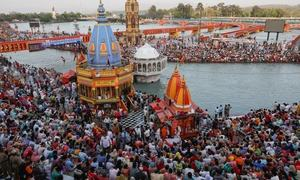 India's top seer dies from Covid after attending Kumbh festival