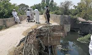 Bridge over drain in a state of disrepair