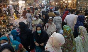 کووڈ-19 ایس او پیز: لاہور پولیس کا خلاف ورزی کرنے والوں سے متعلق دوہرا معیار