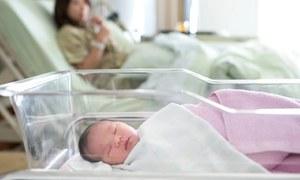 دوران حمل ماں سے بچے میں کورونا منتقل ہونے کا امکان بہت کم ہوتا ہے، تحقیق
