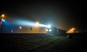 افسانہ: چلتی ٹرین میں رُکی ہوئی کہانی