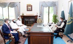 PM chides envoys for failing to serve expats