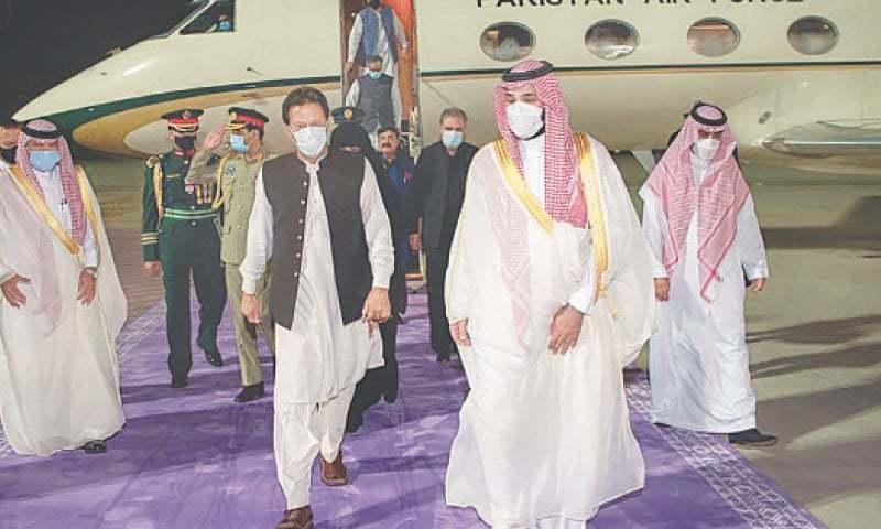 Imran arrives in Jeddah, holds talks with Saudi prince