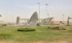 بحریہ ٹاؤن کراچی کے عملے سمیت 13 گارڈز گرفتار، شہریوں پر تشدد کی تفتیش شروع