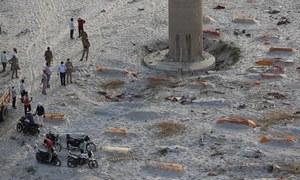 بھارت: دریاؤں کے کنارے سے ریت میں دفن کی گئیں سیکڑوں لاشیں برآمد