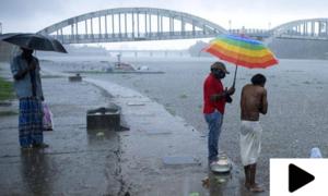 سمندری طوفان تاؤتے نے بھارتی ساحلی علاقوں میں تباہی مچادی
