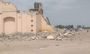ملتان: 'غیر قانونی' تعمیرات کا الزام، جاوید ہاشمی کی بیٹی، داماد کے شادی ہالز گرا دیے گئے
