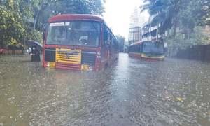 سمندری طوفان تاؤتے بھارت کے ساحل سے ٹکرا گیا