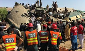 گھوٹکی کے قریب مسافر ٹرینوں میں تصادم، 51 افراد جاں بحق، 100 زخمی