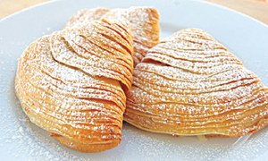 EPICURIOUS: A PASTRY FROM NAPLES