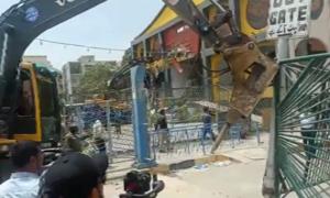 Melee ensues as traders resist demolition drive in Karachi