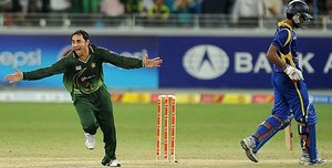 Twitter is in fits after listening to Saeed Ajmal explain the 'doosra' to Usman Khawaja