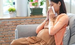 آدھے سر کے درد کی شکار رہنے والی حاملہ خواتین میں پیچیدگیوں کا خطرہ ہوتا ہے، تحقیق