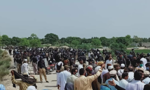 Violence erupts as Bannu police bar Janikhel tribesmen from marching towards Islamabad