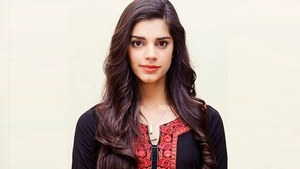Actor Sanam Saeed calls out Human Rights Minister Shireen Mazari for her silence on PM Imran's statement