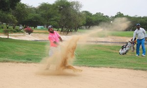 Waheed shines with 66 to grab early lead at CNS Open Golf