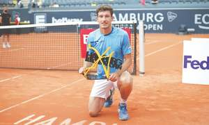 Carreno Busta wins maiden ATP title