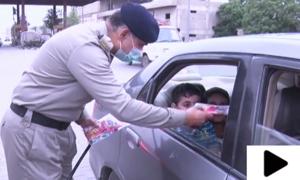 کراچی میں موٹروے پولیس نے بچوں کے دل جیت لیے