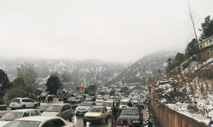 Lack of parking lots continues to hamper traffic flow in Murree