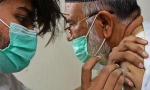 کیا پاکستان واقعی ویکسین کے ٹرائل سے ڈالر کمارہا ہے؟