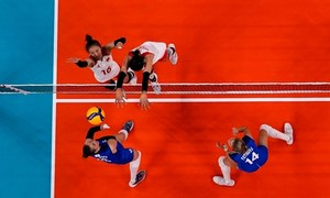 Defending volleyball champions China on brink of elimination